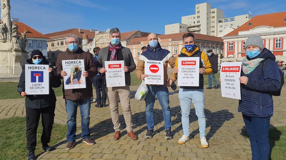 Protest al angajaților din HORECA în Piața Unirii din Timișoara