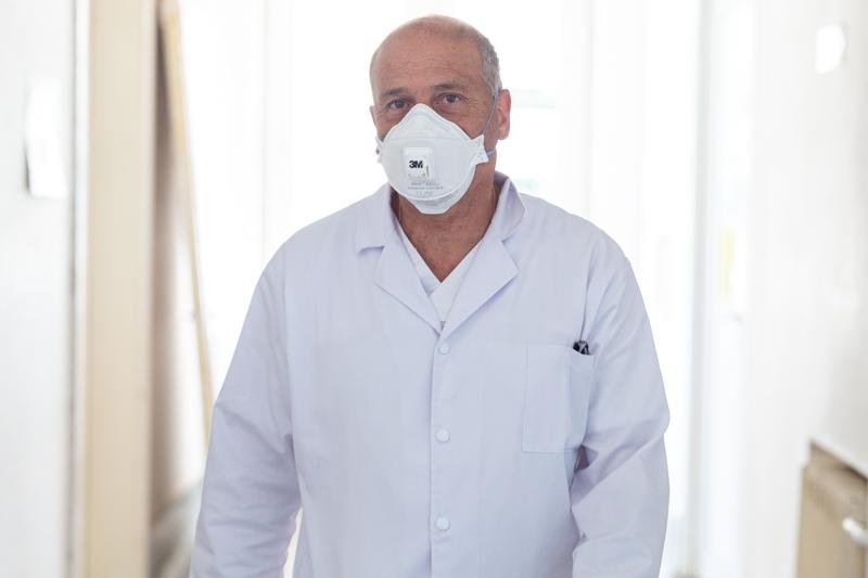 """Medicul Virgil Musta, despre relaxarea restricțiilor: """"Sunt primele zile în care spitalul nostru a avut locuri libere la ATI"""""""