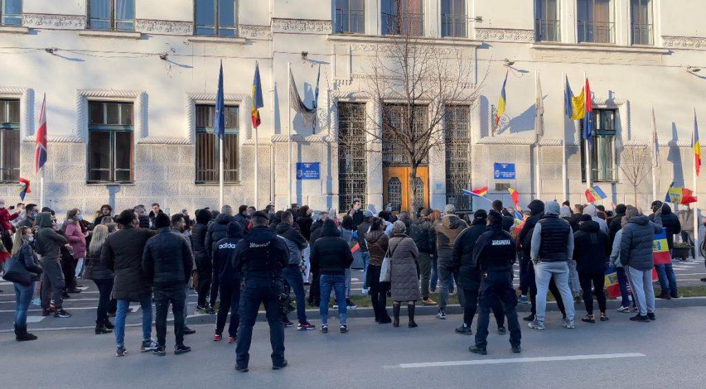 Protest față de carantinarea Timișoarei. Sute de oameni, în centrul orașului