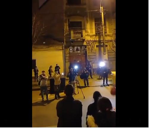 Un nou protest față de carantinarea Timișoarei. Manifestanții au ajuns iar în fața locuinței lui Fritz