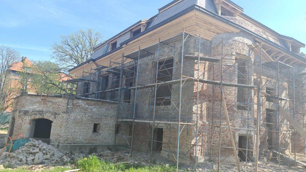 Casa Muhle, cu acoperișul aproape finalizat