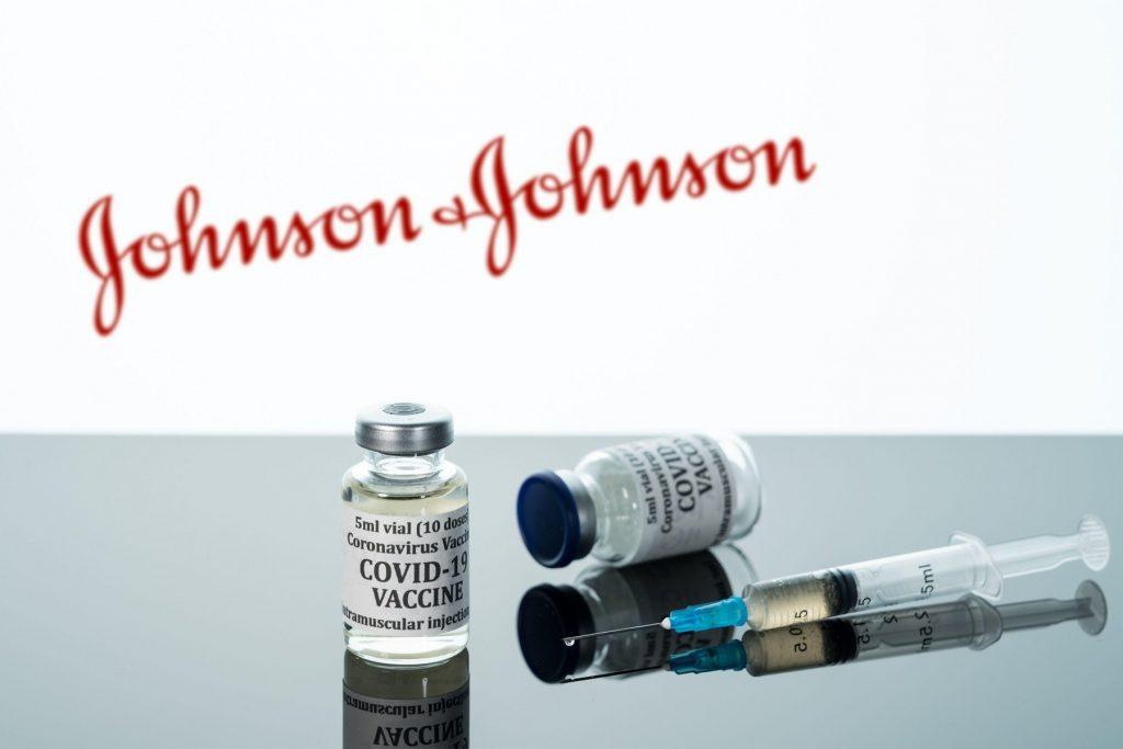 Primele doze de vaccin Johnson&Johnson au intrat în România, printr-o vamă din vestul țării
