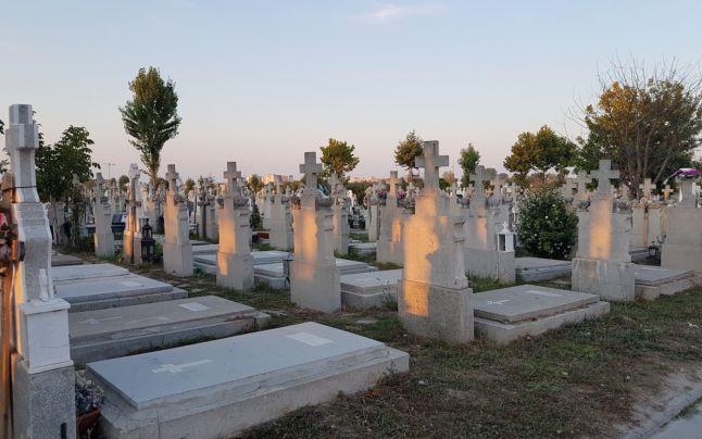 Contractul cu firma care întreținea cimitirele Șagului și Rusu Șirianu, reziliat de primărie