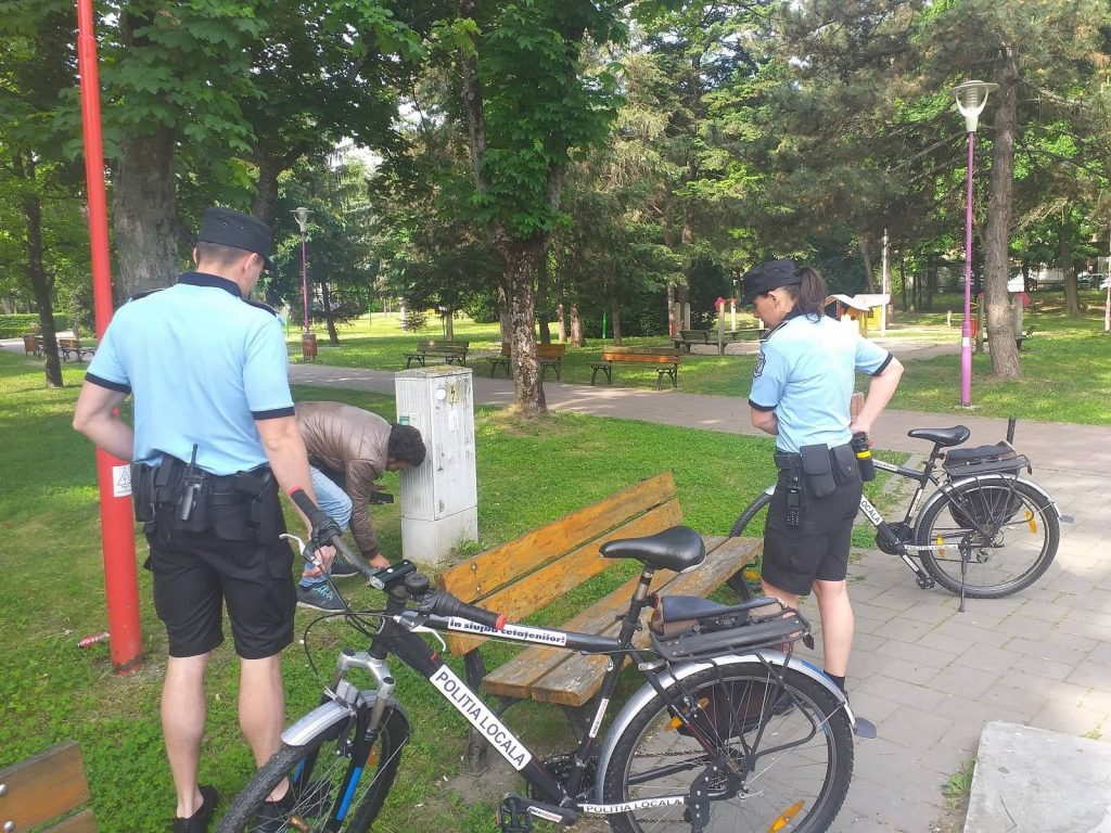 Primarul Fritz i-a trimis pe polițiștii locali să patruleze pe biciclete