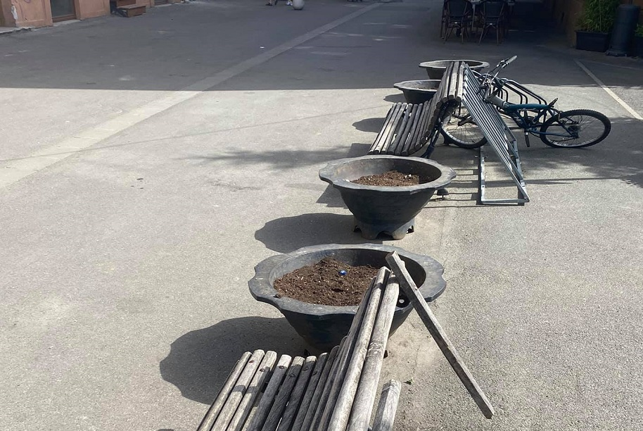 Un consilier local a descoperit de ce în jardinierele din centrul Timișoarei nu au fost puse flori