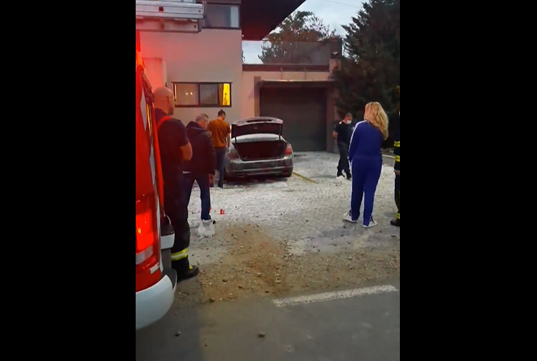 După un chef, o mașină a fost incendiată la Giarmata