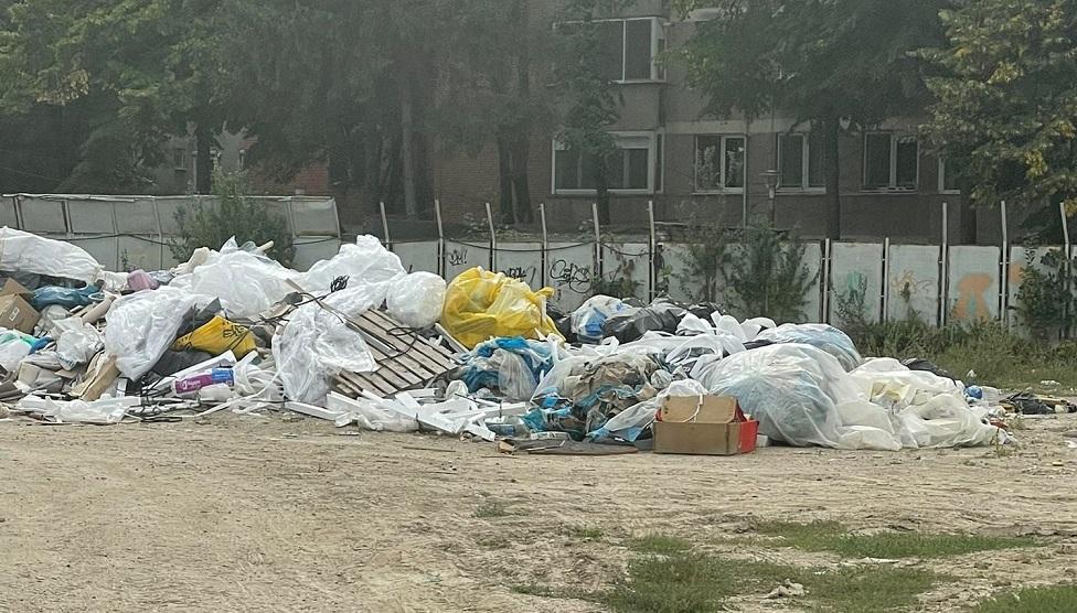 Dezvoltator imobiliar din Timișoara, amendat cu 30.000 lei pentru gunoaiele de pe șantier