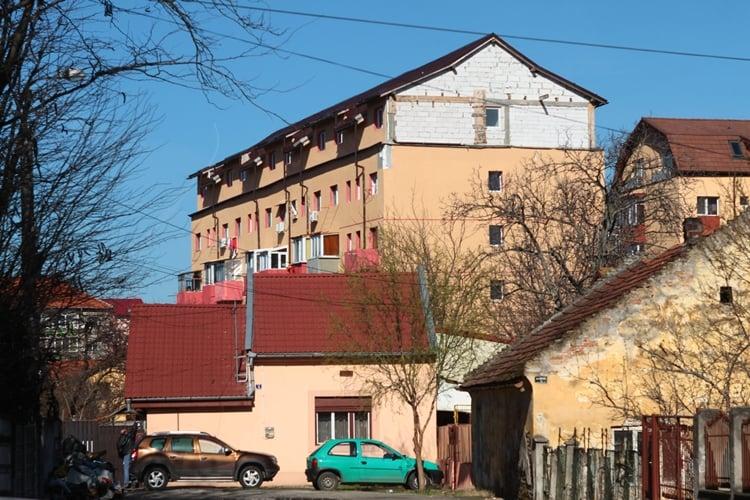 Blocurile vechi pot fi mansardate doar dacă se montează lift și se asigură locuri de parcare, la Timișoara