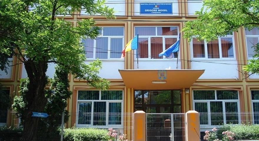 Frigul din sălile de clasă închide patru școli din Timișoara. Primăria nu știe când va fi furnizată căldura